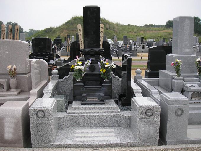 和型墓石 高級レンゲ型[クンナム]・4㎡2段式外柵[G623]